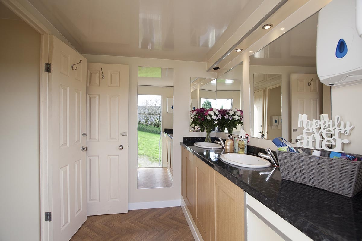 Cornwall Conveniences | Toilet Hire | Luxury Toilet Hire for Weddings and Private Parties in Cornwall